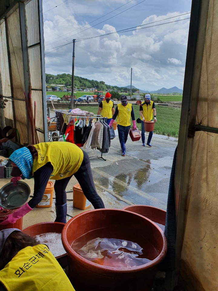 화순군체육회 전라남도체육회와 협조하여 나주시 다시면 소재지 수해지역 복구 작업에 동참